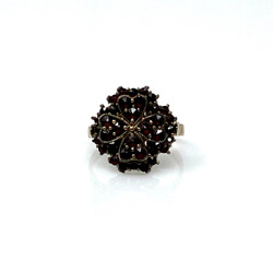 Clover Garnet Ring