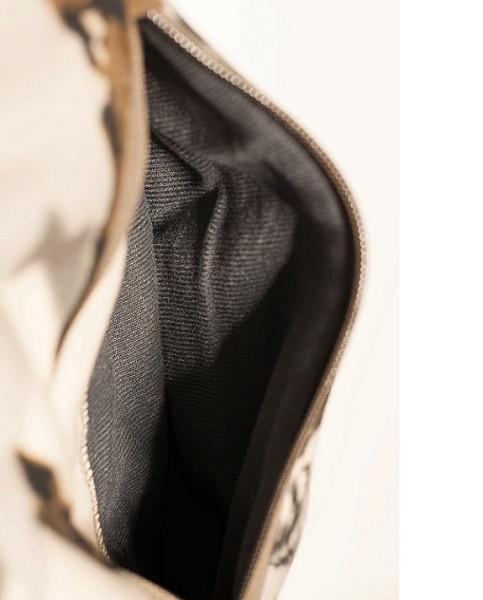 Lined zipper pockets
