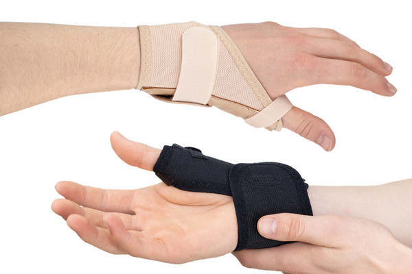 The Actesso Elasticated Thumb Support has been designed in association with NHS Clinicians for the treatment of thumb sprains and strains, thumb tendonitis, de Quervain's or post operation. It's easy to wear and has a thin stay that acts as a support following injuries to the thumb.