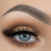 Linda lashes worn by Taren