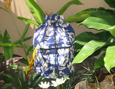 Hawaiian Pareau print sling bag navy & White