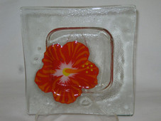 Red hibiscus square plate : 5 1/2 inches