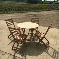 90cm Round Folding Table with 4 Wenlock Side Chairs