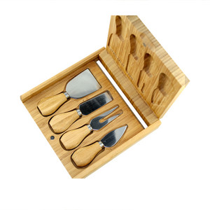 Cal Bamboo Cheeseboard & Knife Set