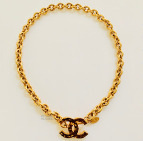 CHANEL CHUNKY HAMMERED CC LOGO NECKLACE