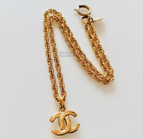 CHANEL PETITE VINTAGE CC LOGO CHARM NECKLACE