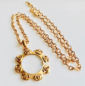 CHANEL SCALLOPED EDGE CC LOGO LOUPE NECKLACE