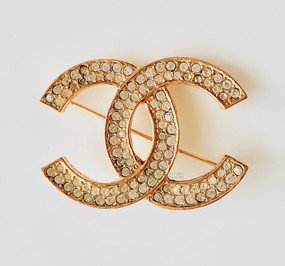 CHANEL VINTAGE STRASS LOGO PIN
