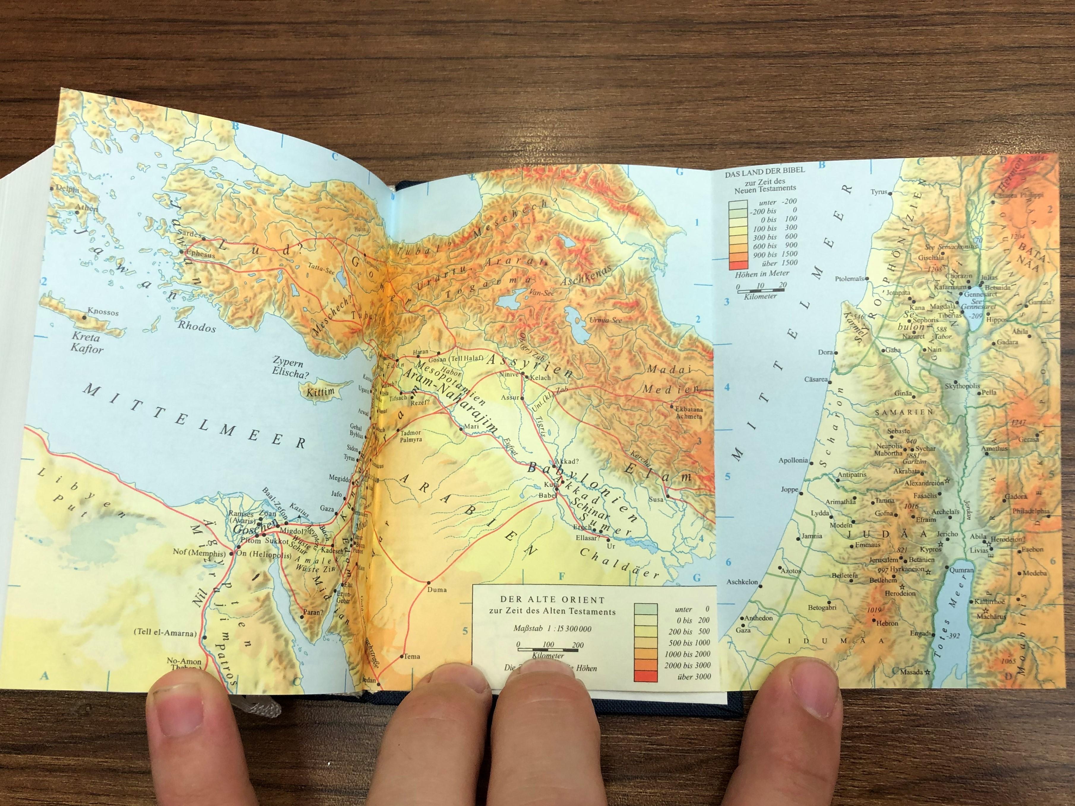 -gute-nachricht-bibel-altes-und-neues-testament-german-language-good-news-bible-with-deuterocanonical-books-mit-apokryphen-deutsche-bibelgesellschaft-2005-compact-size-with-color-maps-9-.jpg