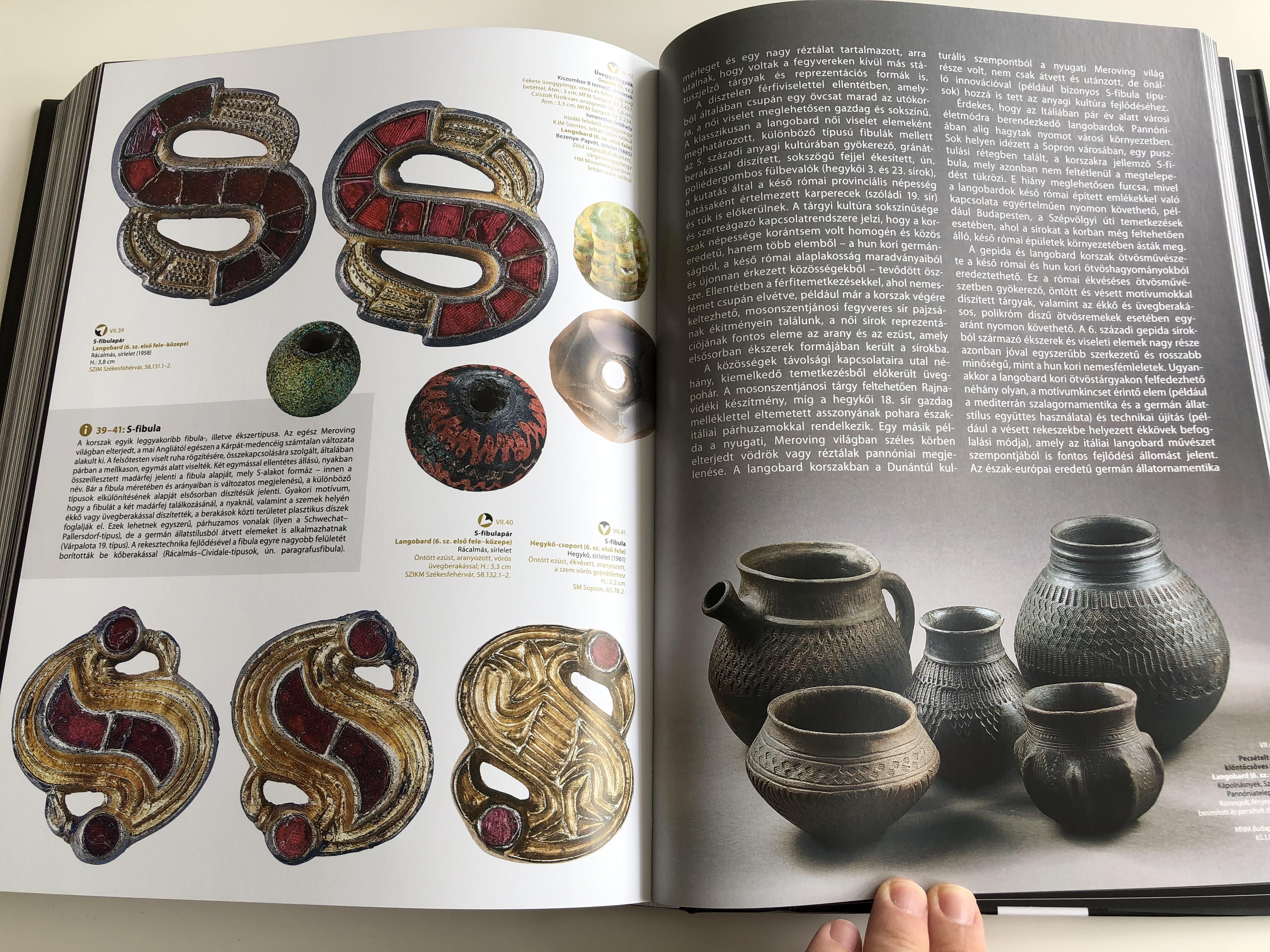 a-k-rp-t-medence-si-kincsei-by-v-g-d-m-a-k-kort-l-a-honfoglal-sig-archeological-treasue-of-the-carpathian-basin-magyar-nemzeti-m-zeum-kossuth-kiad-hardcover-2015-22-.jpg