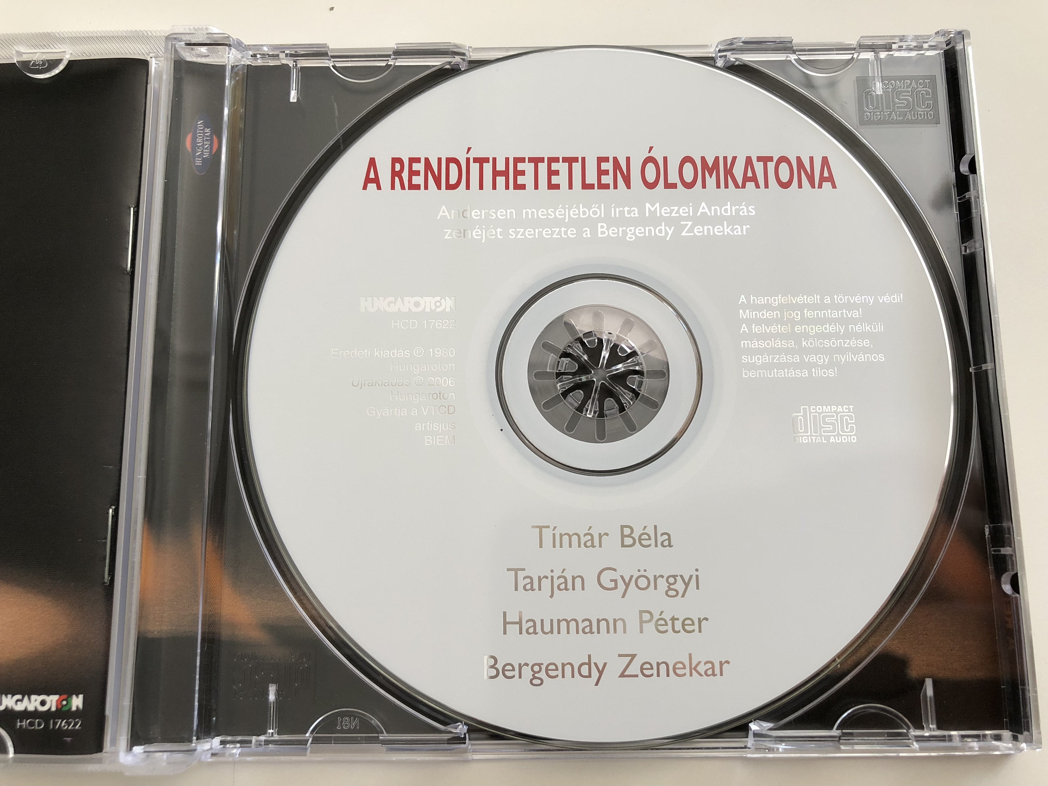 a-rend-thetetlen-lomkatona-andersen-mes-j-b-l-rta-mezei-andr-s-zen-j-t-szerezte-a-bergendy-zenekar-tarj-n-gy-rgyi-haumann-p-ter-t-m-r-b-la-bergendy-zenekar-based-on-andersen-s-story-audio-cd-6-.jpg