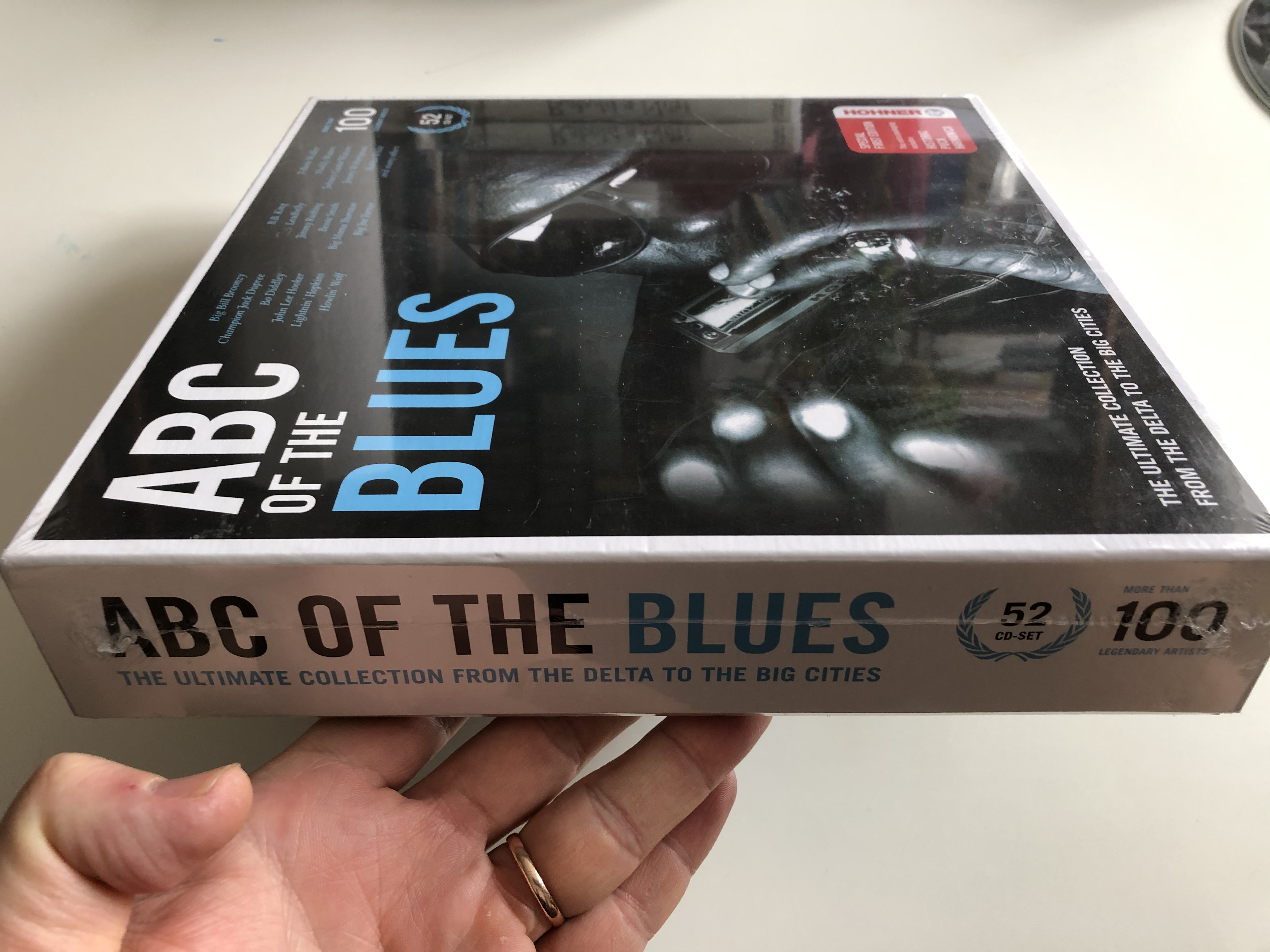 abc-of-the-blues-the-ultimate-collection-from-the-delta-to-the-big-cities-big-bill-broonzy-bo-diddley-howlin-wolf-leadbelly-bessie-smith-big-joe-turner-muddy-waters-bukka-white-docum-3-.jpg