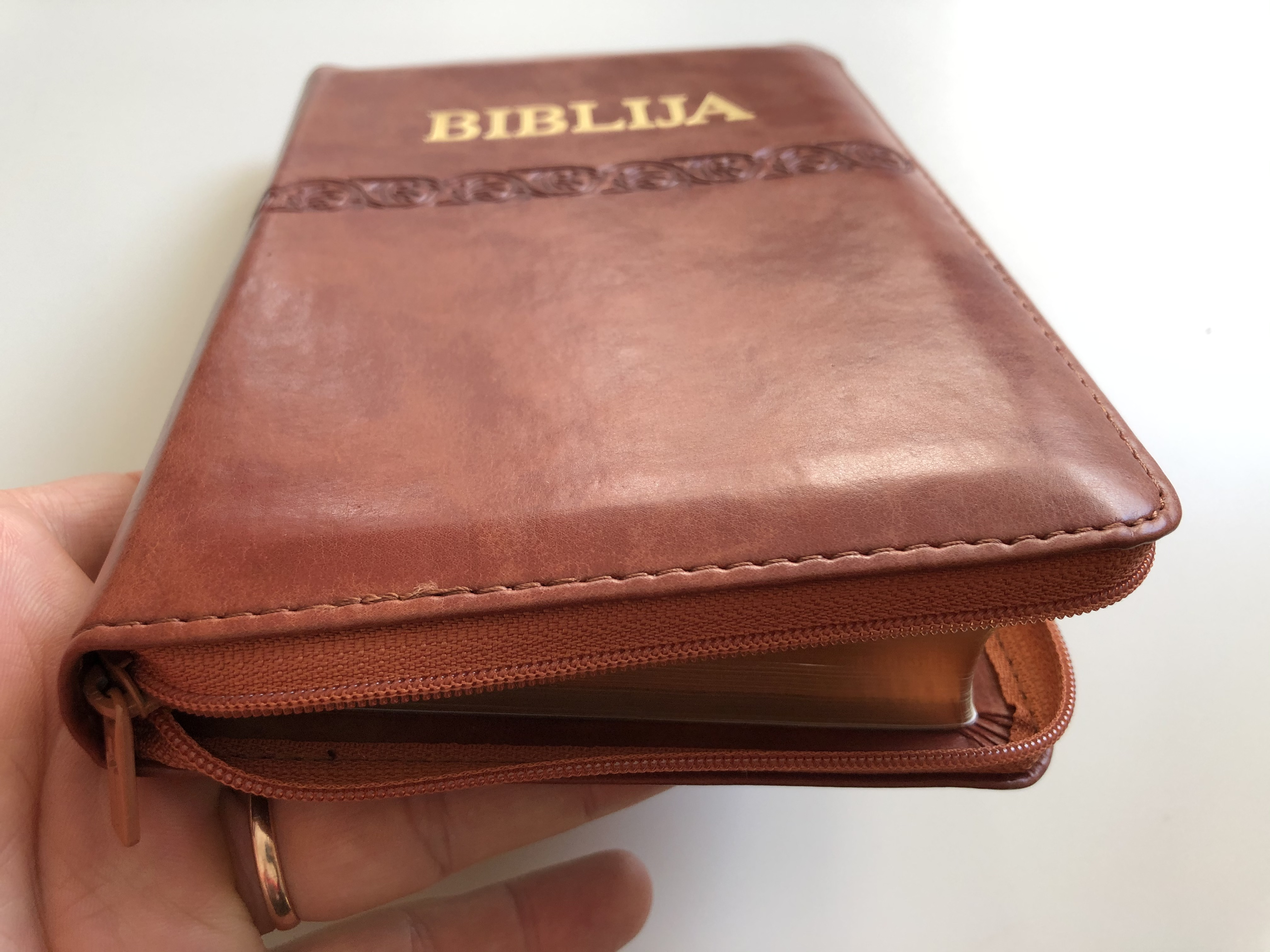 biblija-holy-bible-in-croatian-language-brown-leather-bound-with-zipper-small-size-17.jpg