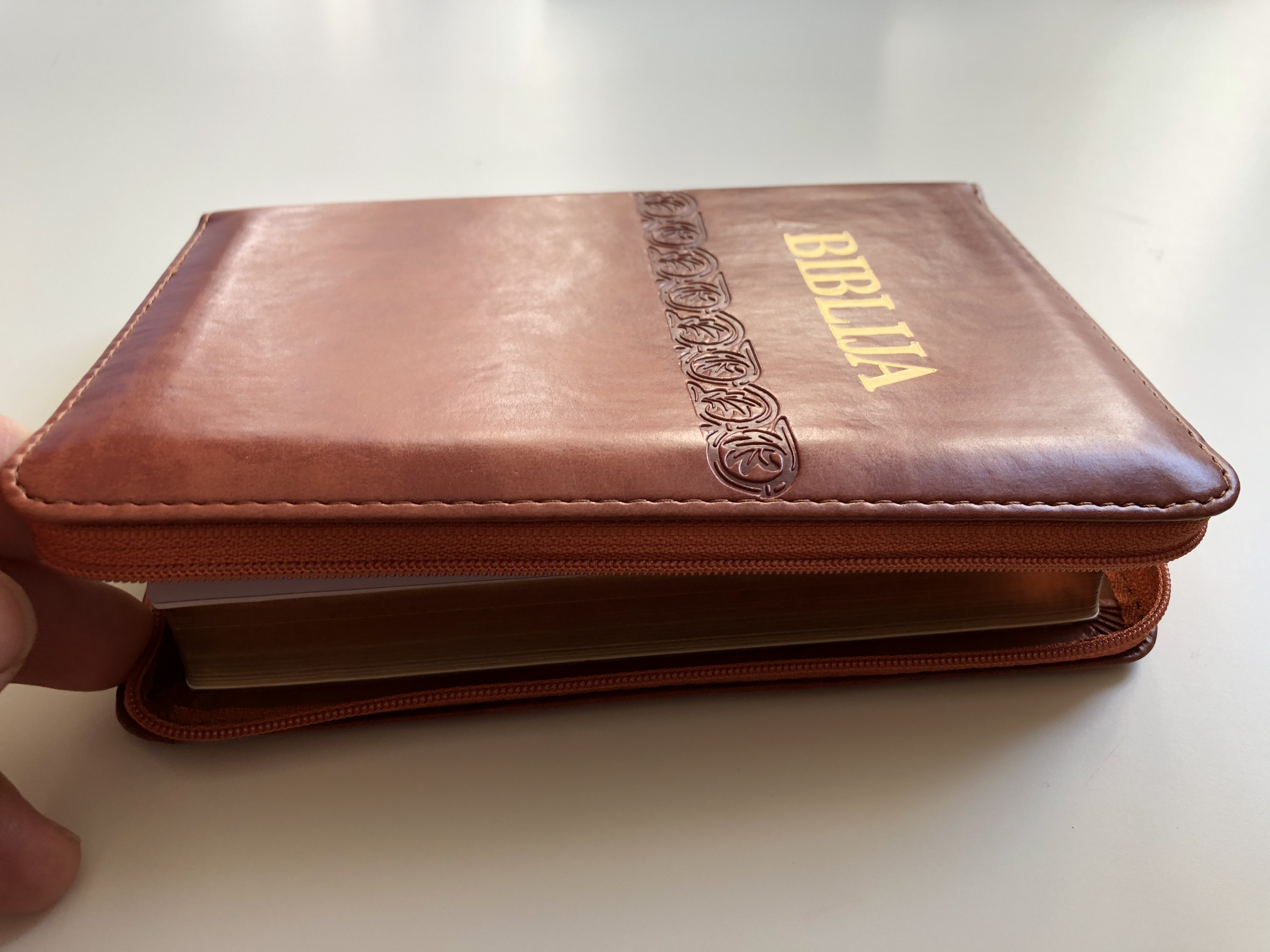 biblija-holy-bible-in-croatian-language-brown-leather-bound-with-zipper-small-size-4.jpg