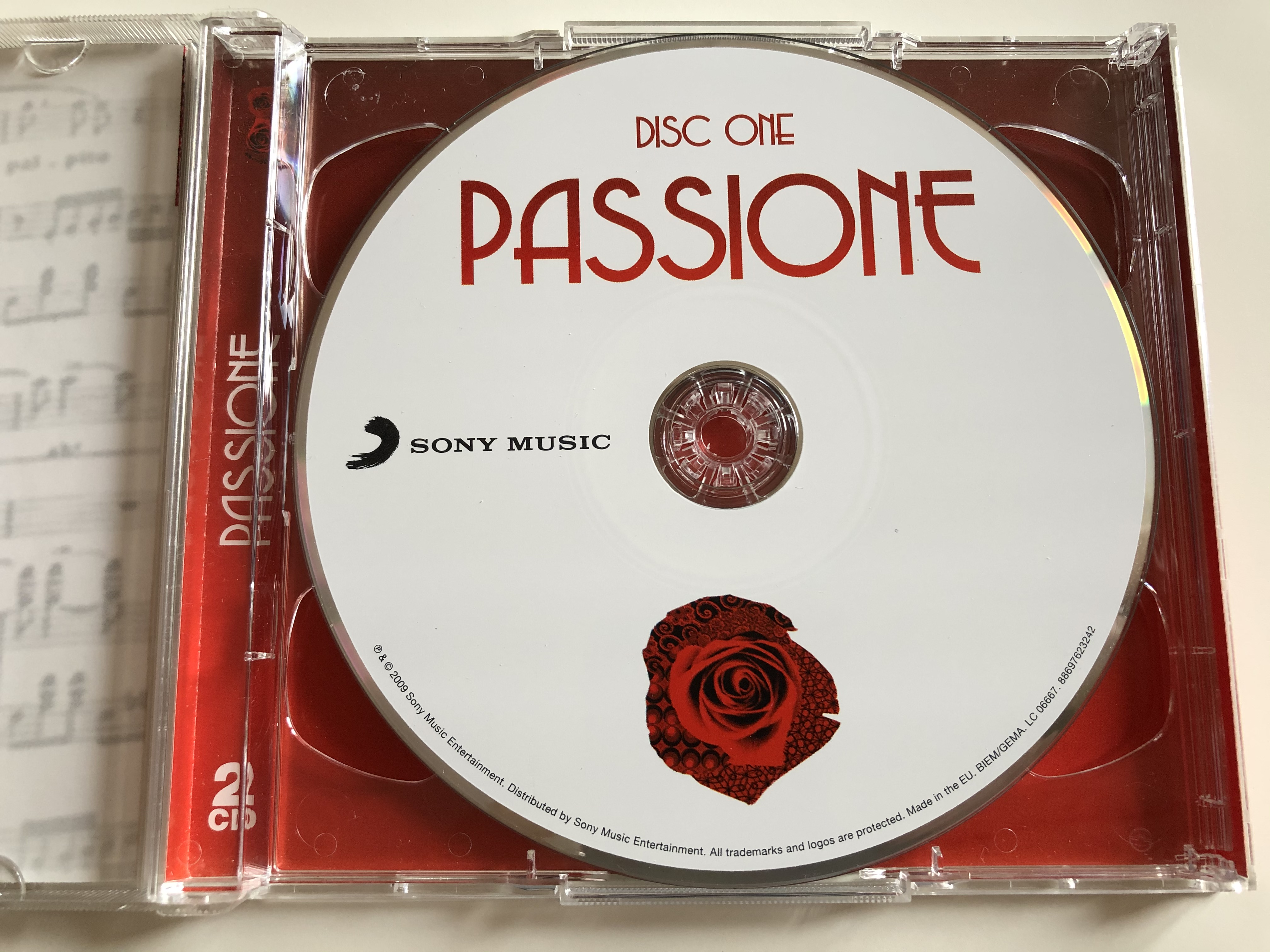 classic-interpreations-of-opera-and-pop-by-the-world-s-greatest-voices-passione-featuring-il-divo-luciano-pavarotti-malena-ernman-paul-potts-placido-domingo-jussi-bjorling-sarah-brightma-5-.jpg