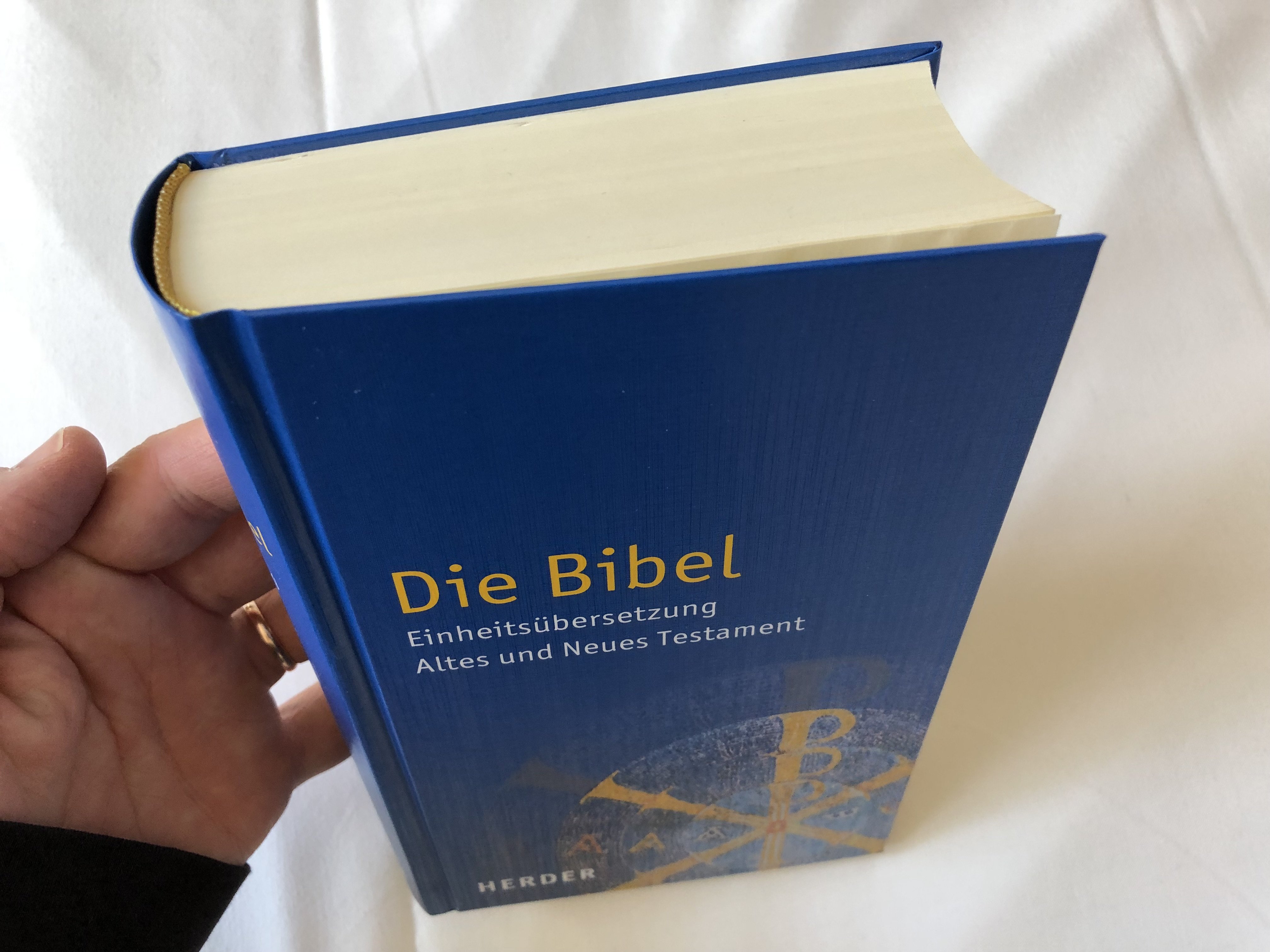 die-bibel-einheits-bersetzung-altes-und-neues-testament-german-language-holy-bible-unitary-translation-contains-deuterocanonical-books-with-book-introductions-maps-notes-bible-history-timetable-hardcover-2016-herde-7471206-.jpg