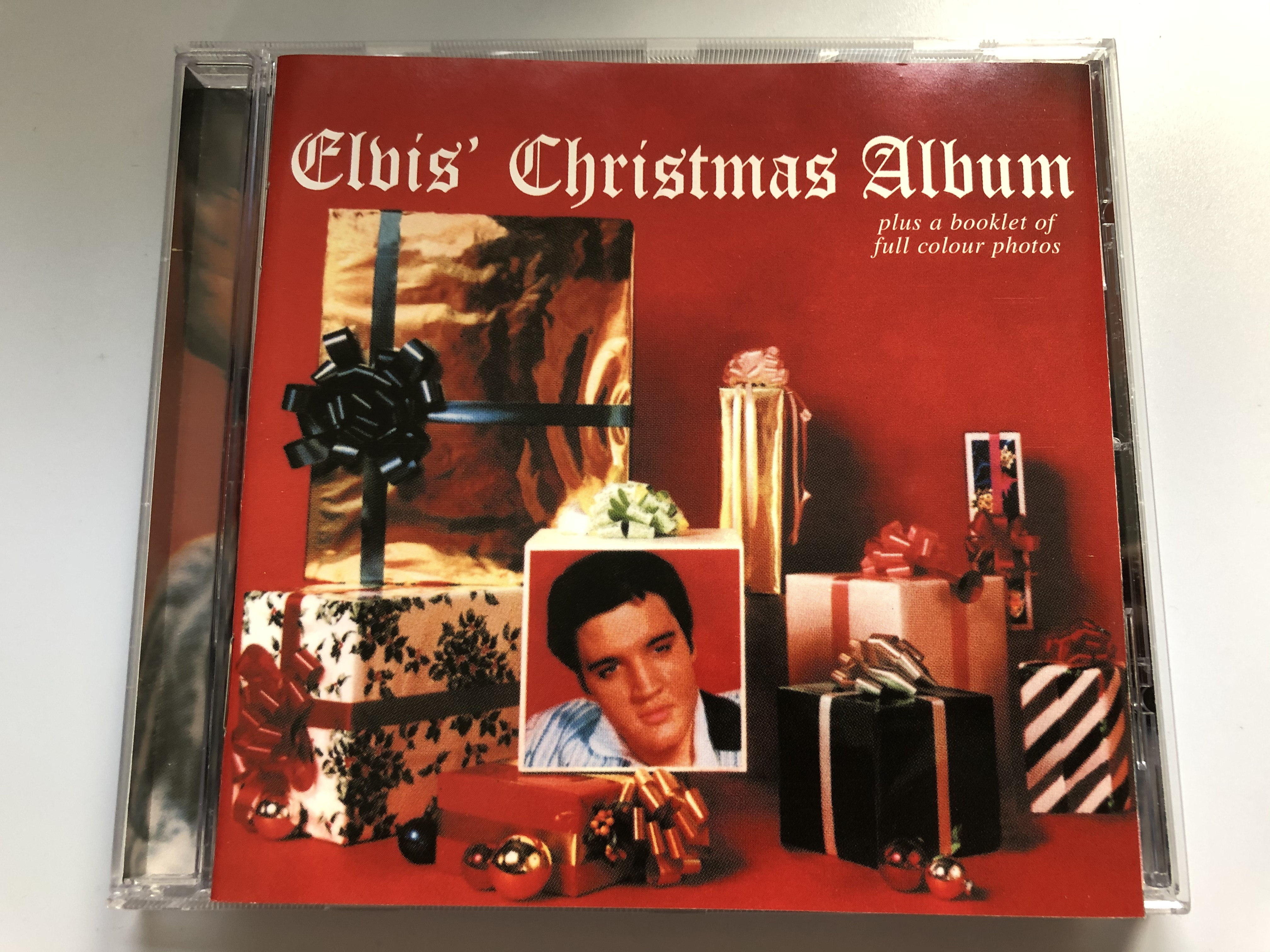 elvis-christmas-album-plus-a-booklet-of-full-colour-photos-bmg-audio-cd-1999-74321-695762-1-.jpg