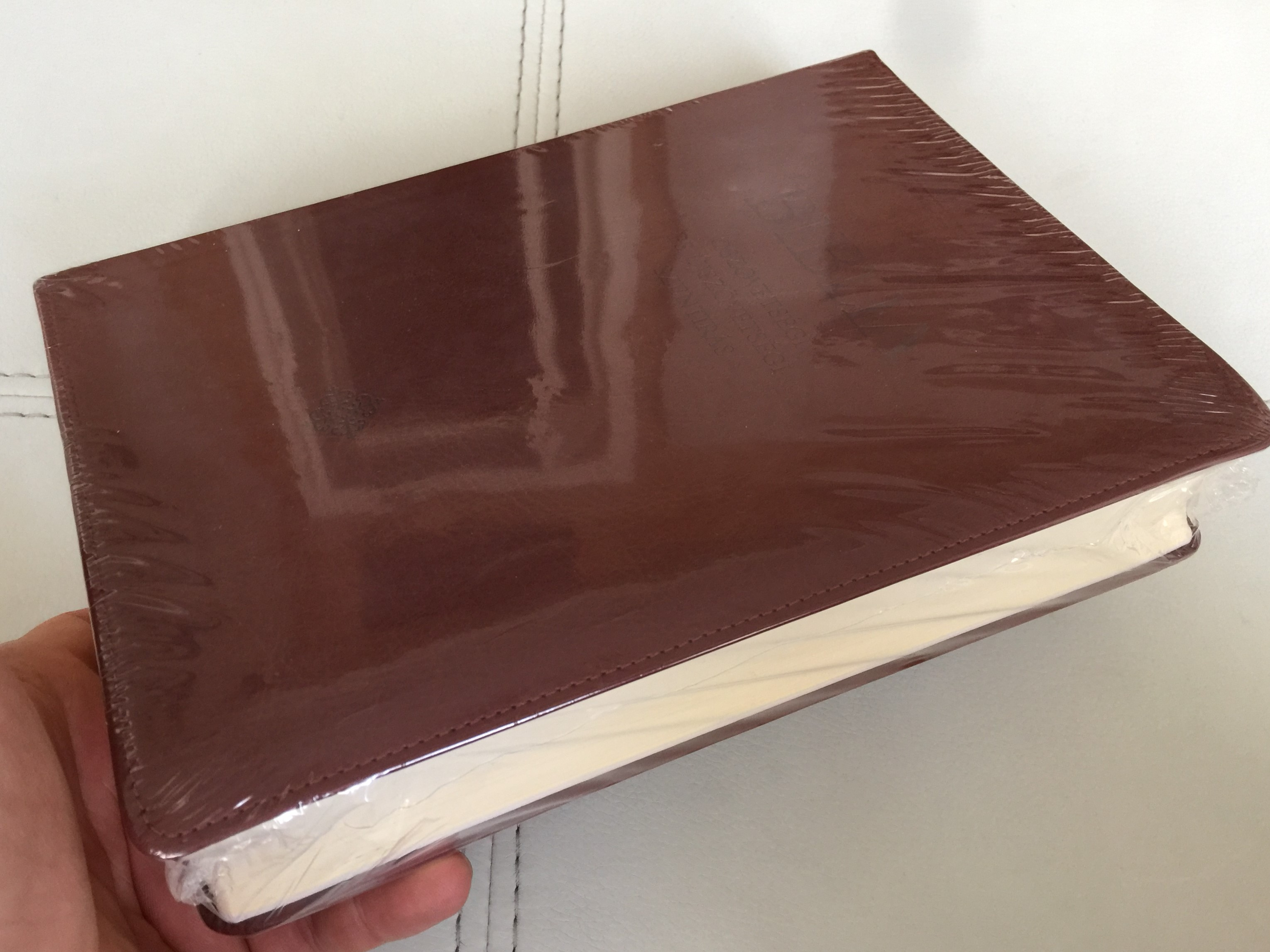 hungarian-large-print-catholic-family-bible-leather-bound-dark-brown-csal-di-biblia-2.jpg