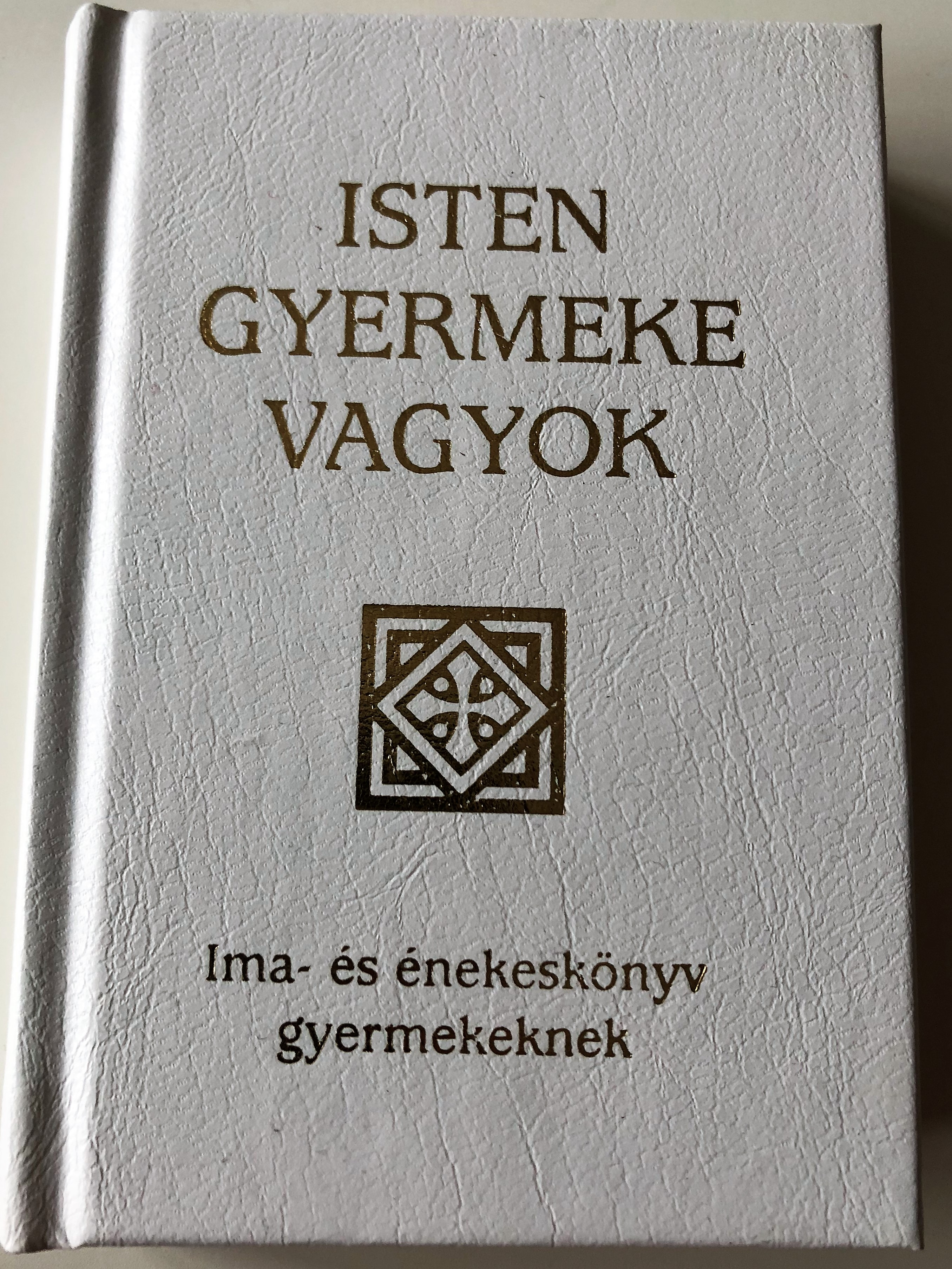 isten-gyermeke-vagyok-i-am-a-child-of-god-hungarian-language-catholic-prayerbook-and-songbook-for-children-with-color-illustrations-hardcover-szent-istv-n-t-rsulat-2016-1-.jpg