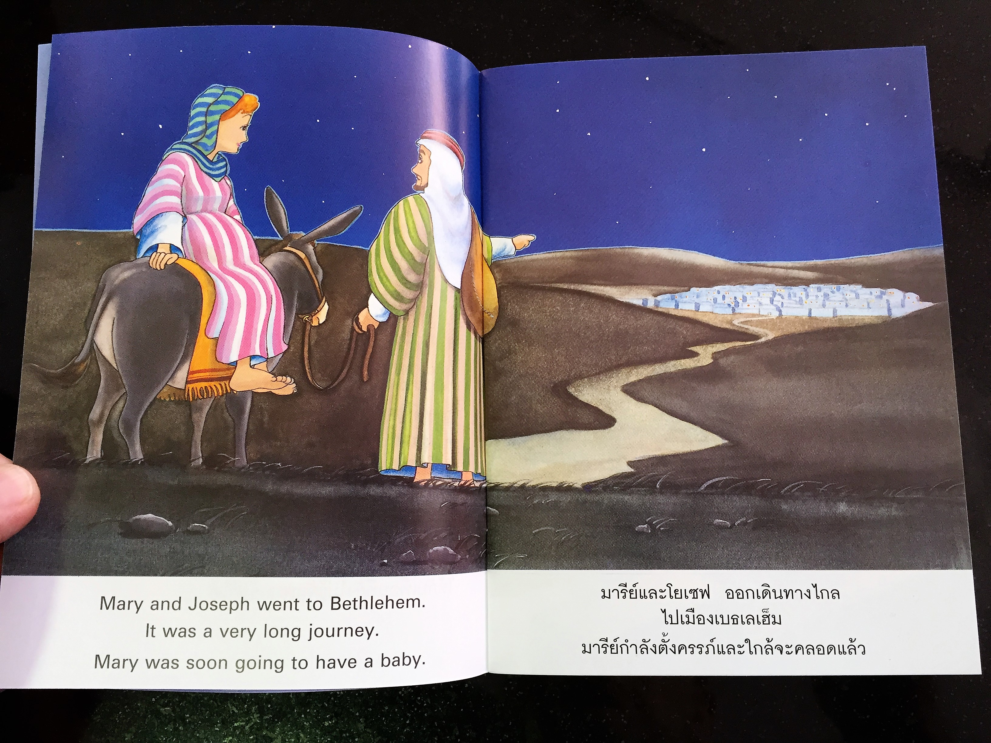 jesus-is-born-thai-english-bible-storybook-for-children-4-.jpg
