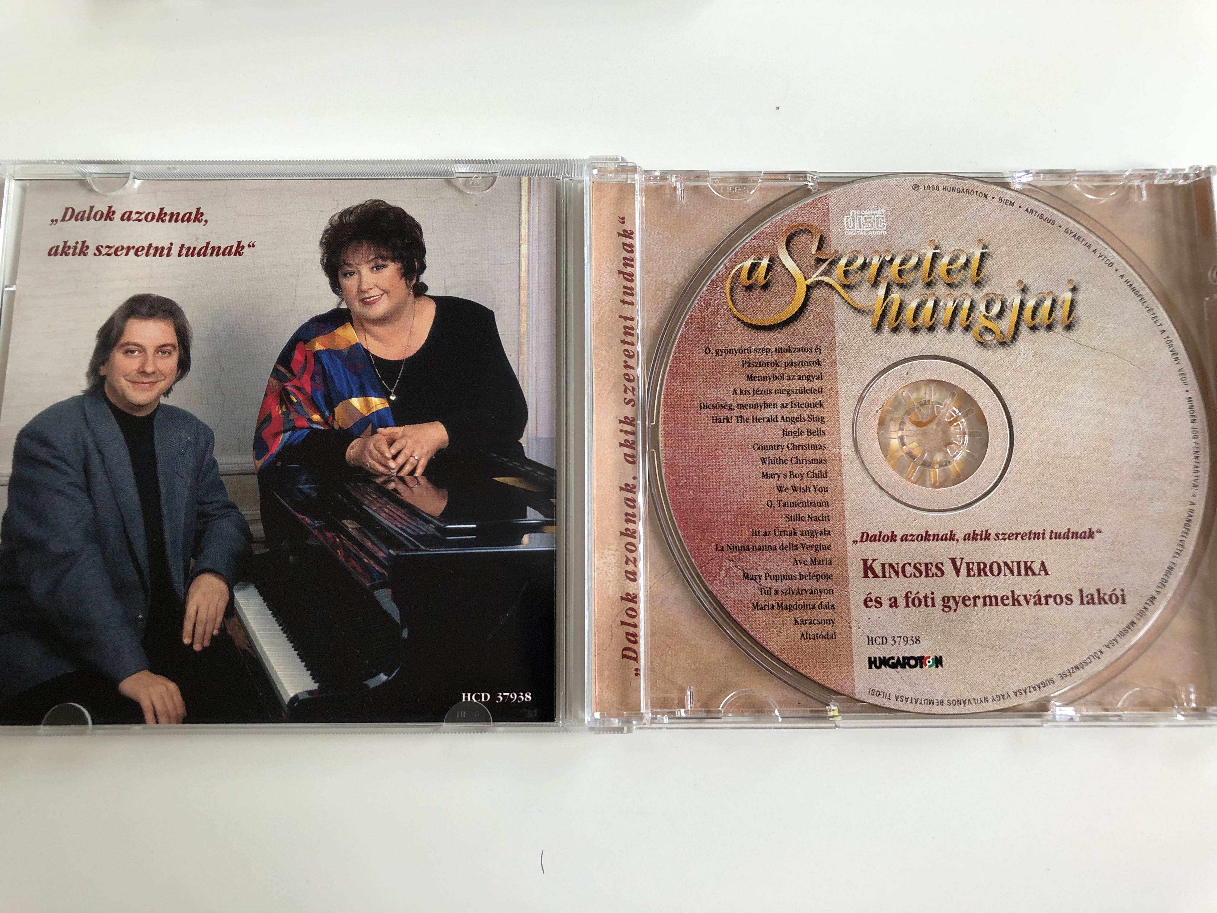 kincses-veronika-s-a-f-ti-gyermekv-ros-lak-i-a-szeretet-hangjai-hungaroton-hcd37938-hungarian-christmas-songs-and-other-popular-songs-4-.jpg