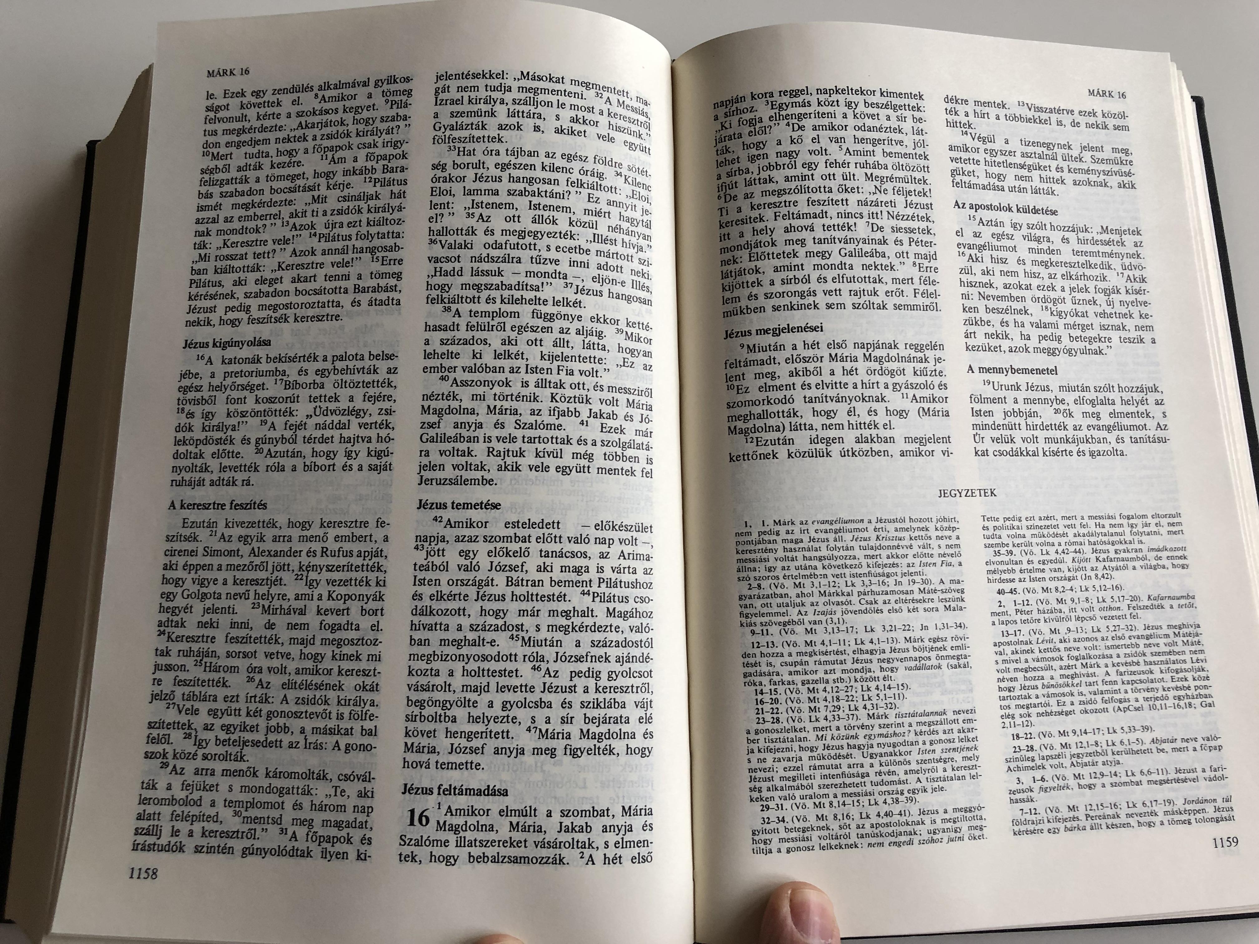 large-hungarian-family-bible-catholic-1982-print-nagy-magyar-katolikus-csaladi-biblia-fekete-kemenytablas-10-.jpg