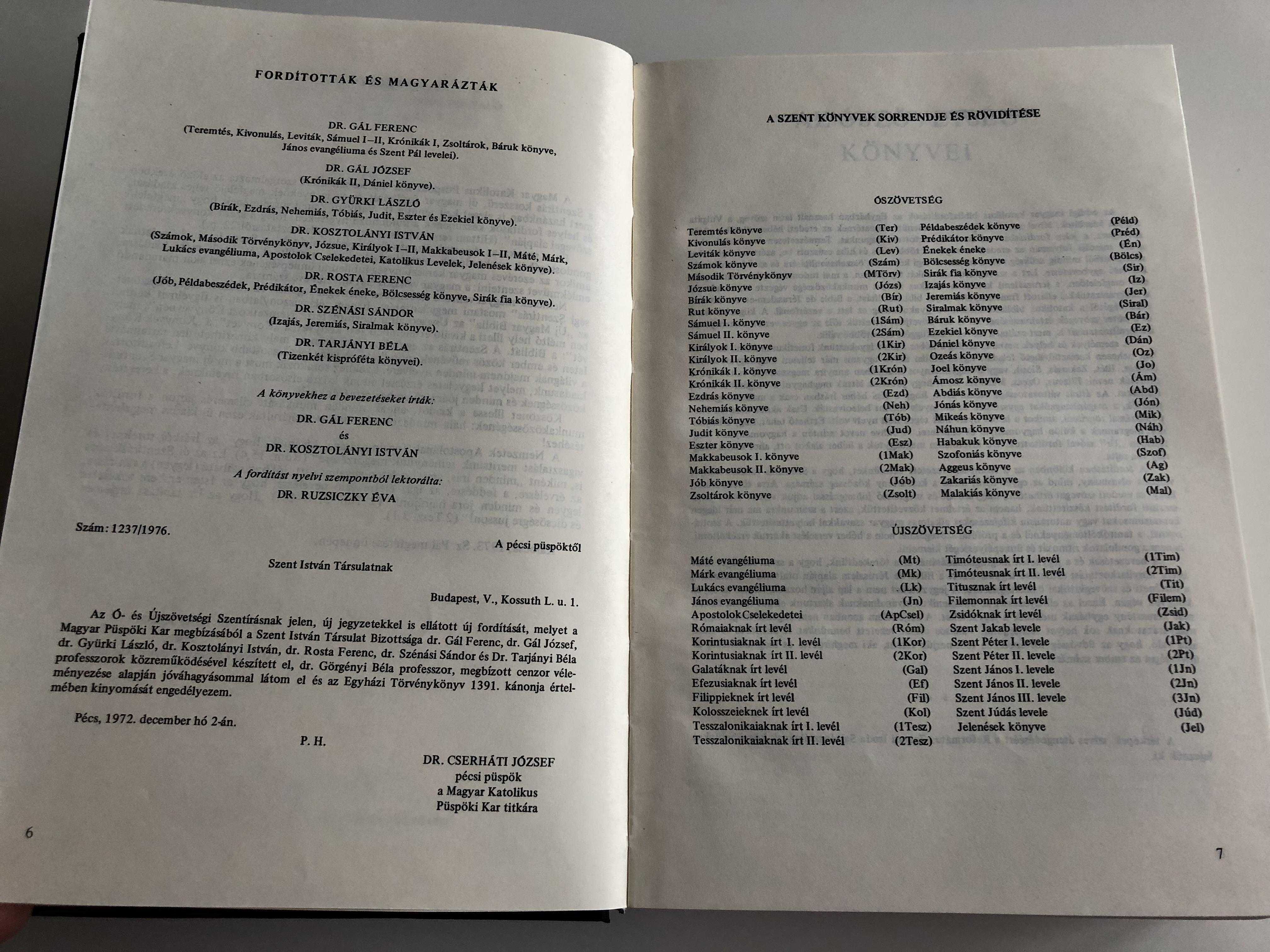 large-hungarian-family-bible-catholic-1982-print-nagy-magyar-katolikus-csaladi-biblia-fekete-kemenytablas-6-.jpg