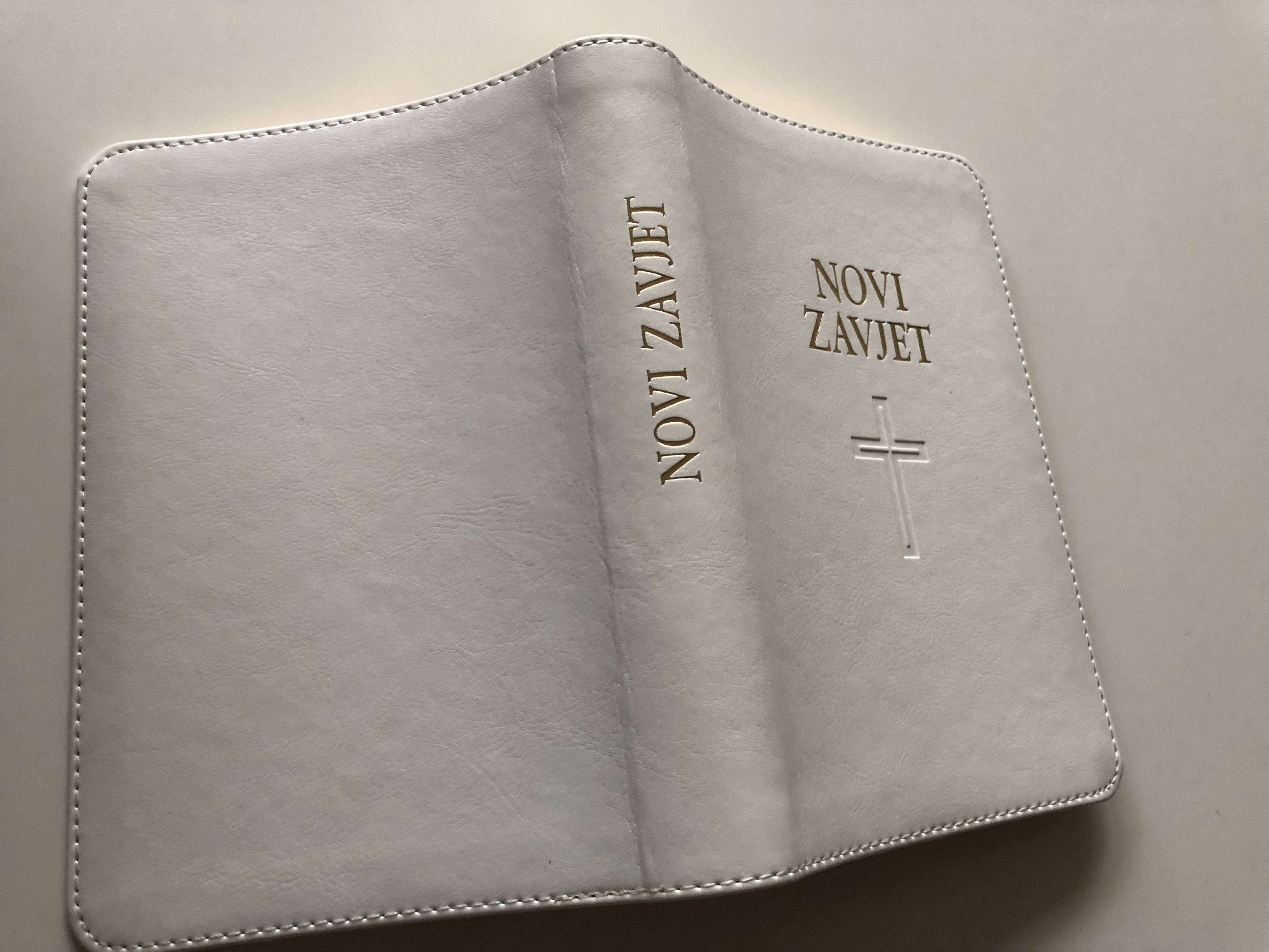 novi-zavjet-the-new-testament-in-croatian-language-leather-bound-white-golden-edges-hbd-2017-10-.jpg