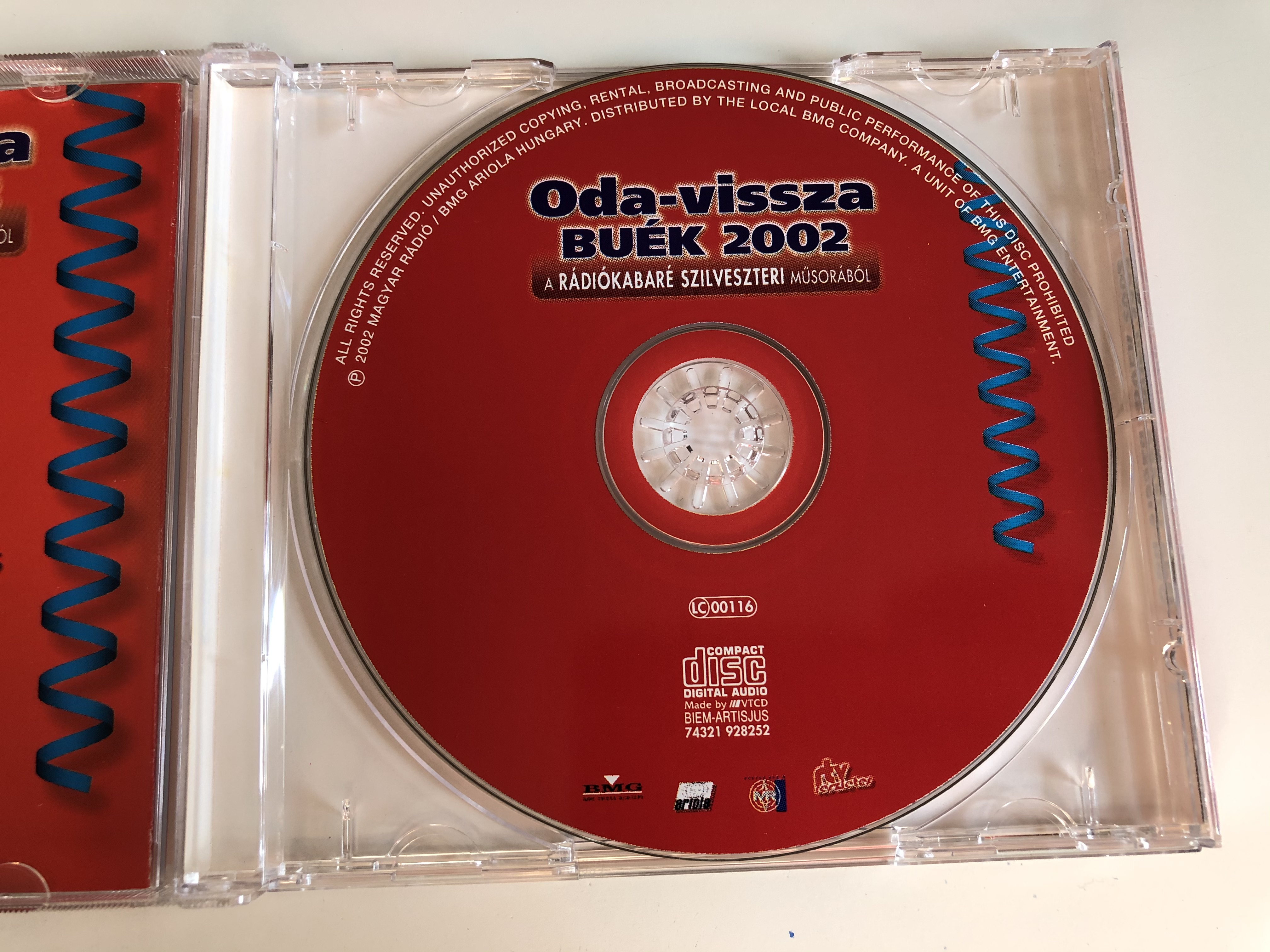 oda-vissza-buek-2002-a-radiokabare-szilveszteri-musorabol-szovivo-fabry-sandor-szerkeszto-rendezo-farkashazy-tivadar-es-sinko-peter-magyar-radio-audio-cd-2002-74321-928252-4-.jpg