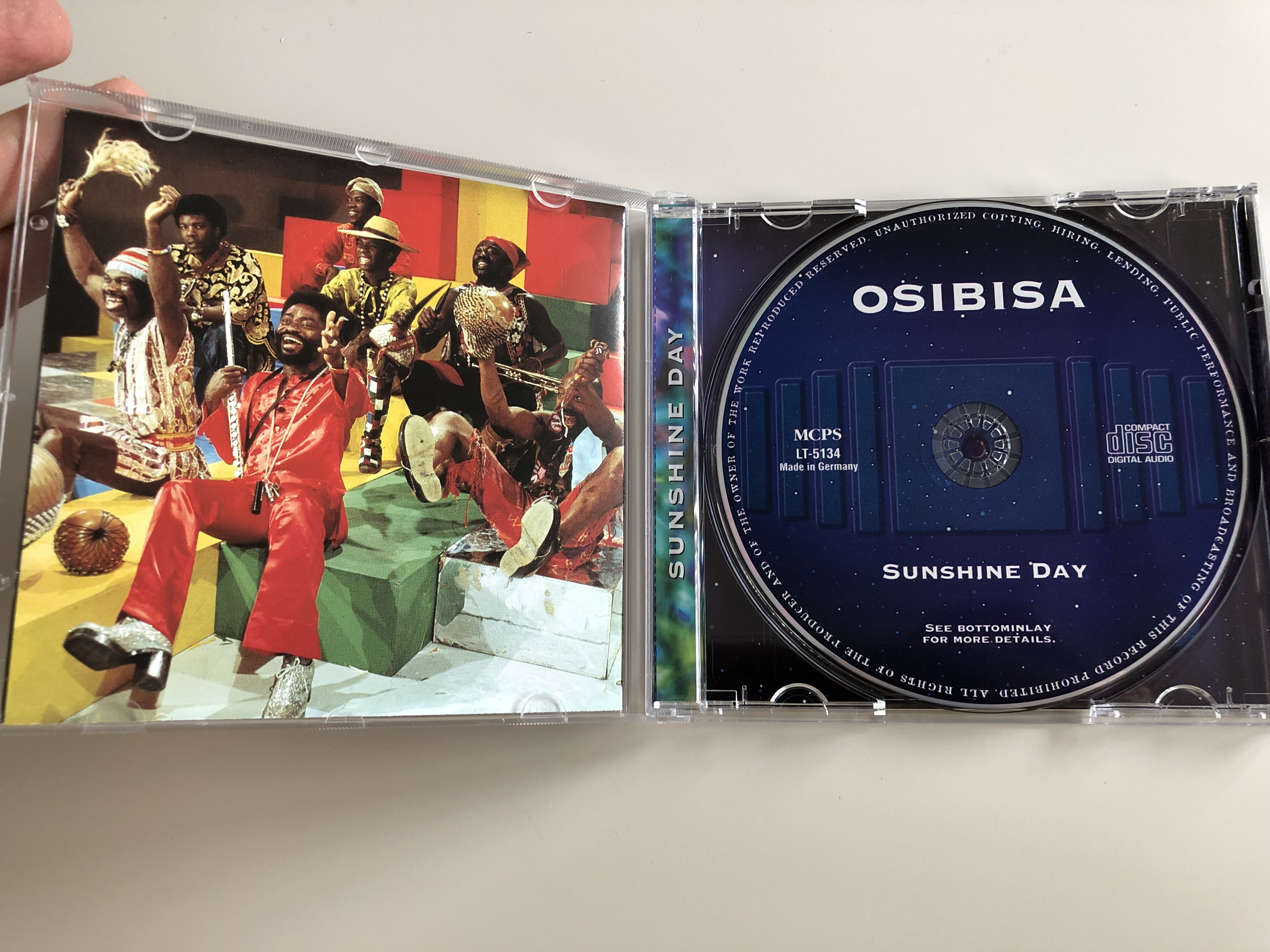 osibisa-sunshine-day-live-concert-welcome-home-ayiko-bia-living-loving-feeling-fire-encore-survival-audio-cd-2000-lt-5134-1-.jpg