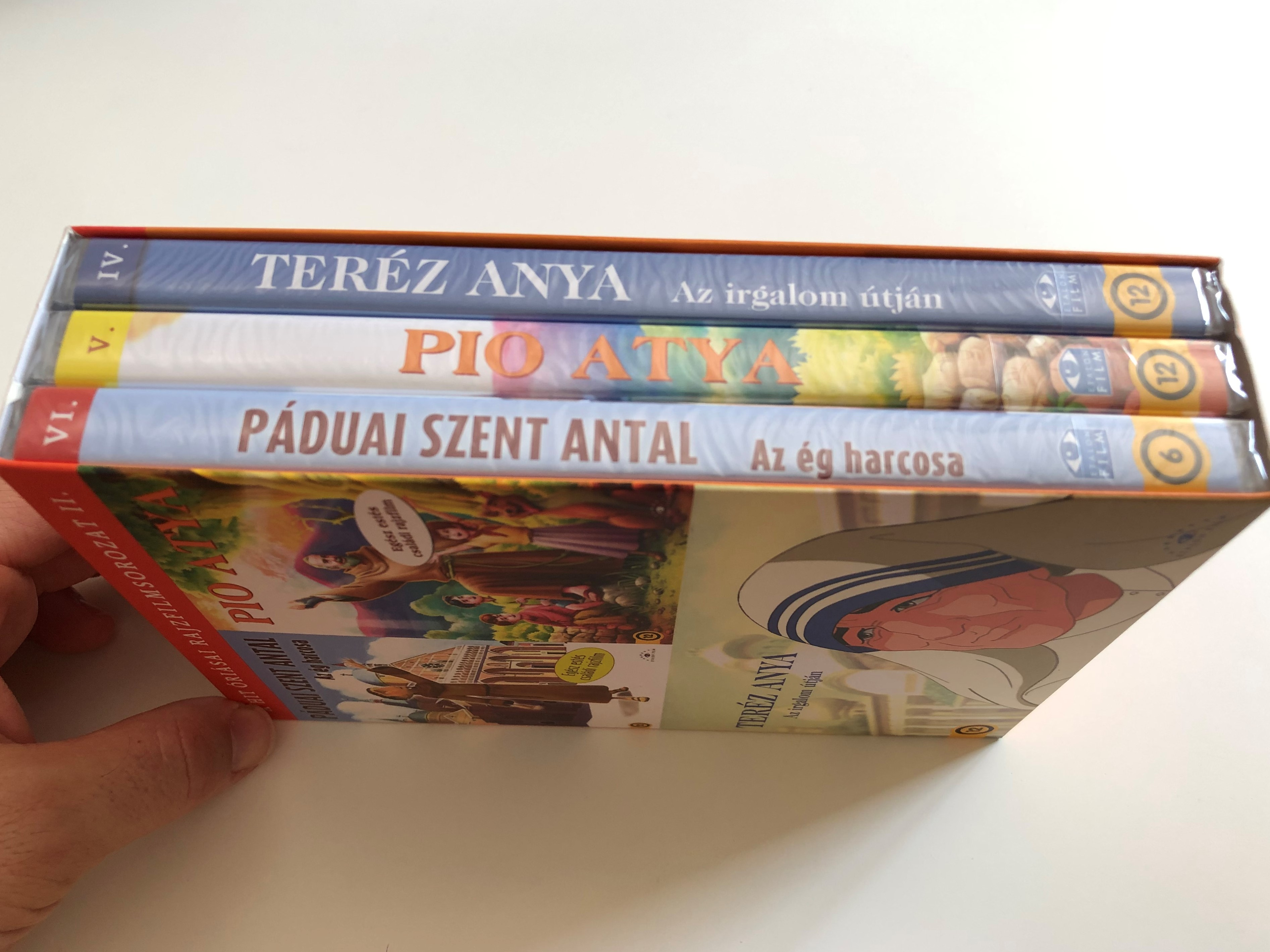p-duai-szent-antal-pio-atya-ter-z-anya-dvd-a-hit-ri-sai-rajzfilmsorozat-ii-3-disc-dvd-box-three-family-cartoons-synchronised-to-hungarian-language-6-.jpg