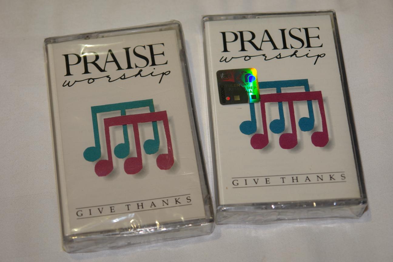 praise-worship-give-thanks-integity-s-hosanna-music-audio-cassette-hm-7-1-.jpg