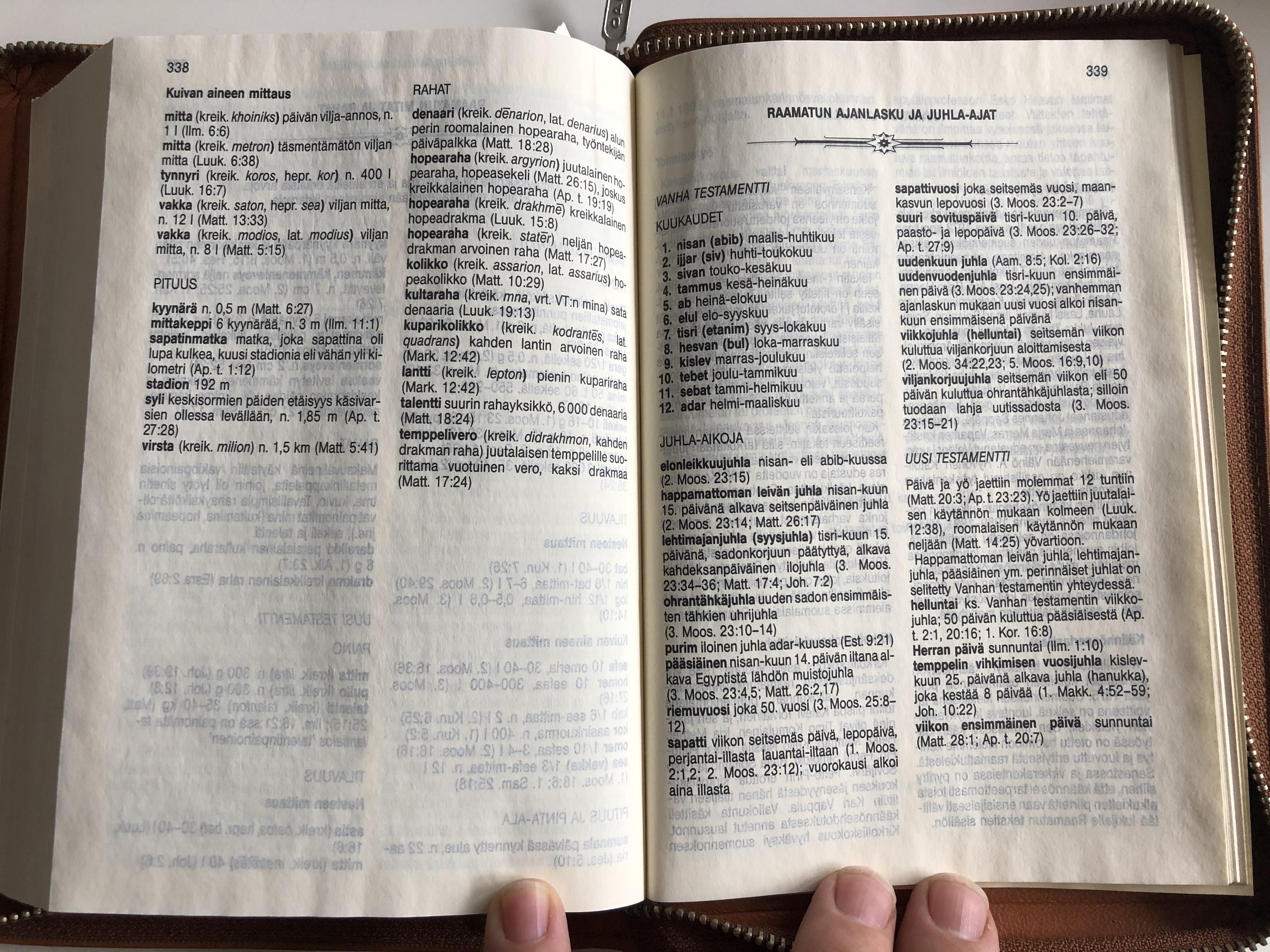 pyh-raamattu-finnish-language-brown-leather-bound-bible-17.jpg
