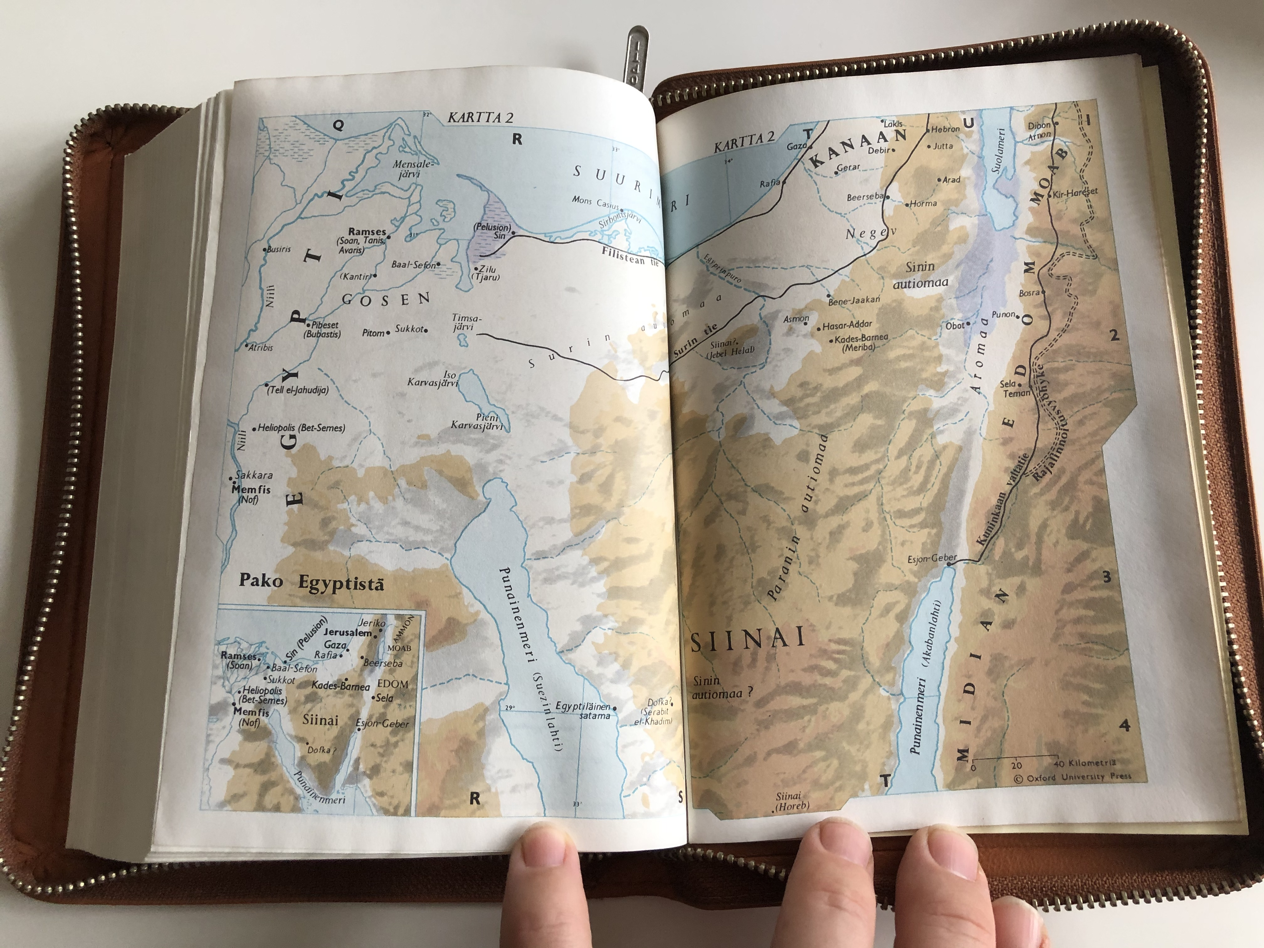 pyh-raamattu-finnish-language-brown-leather-bound-bible-19.jpg