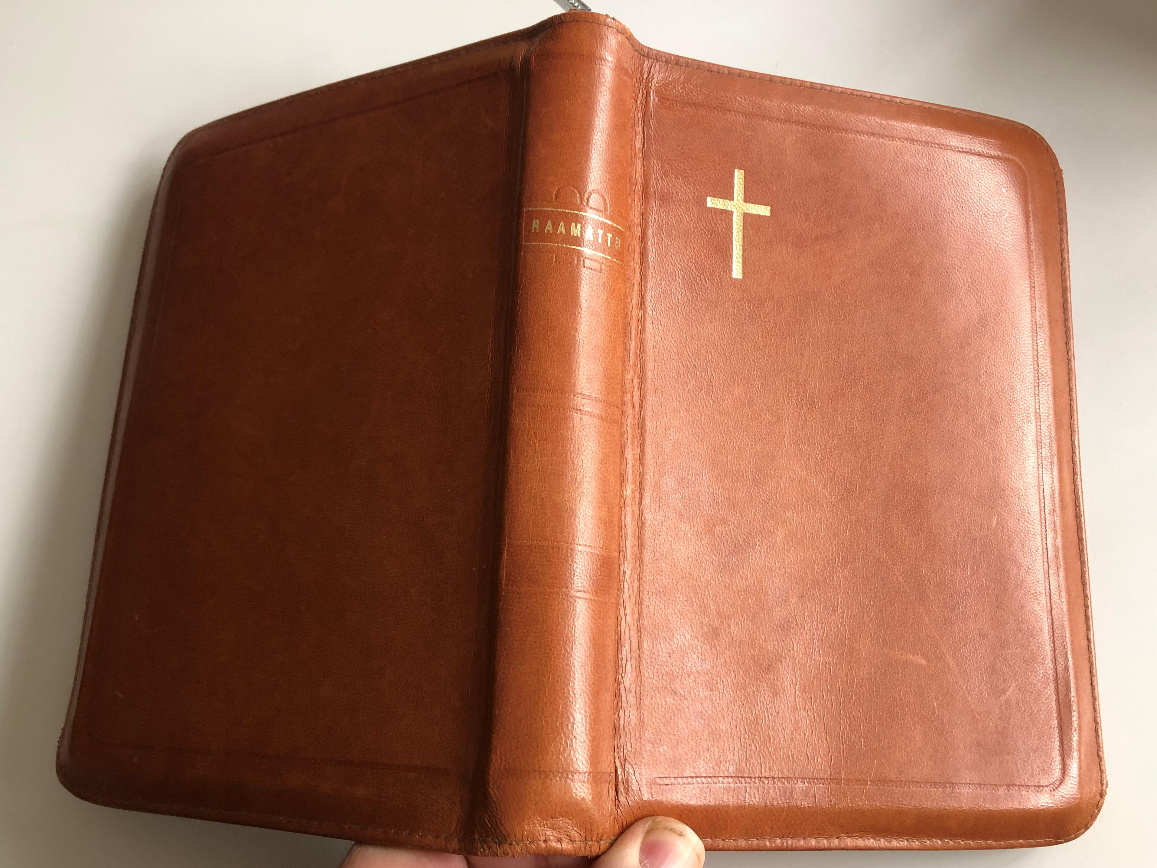 pyh-raamattu-finnish-language-brown-leather-bound-bible-23.jpg