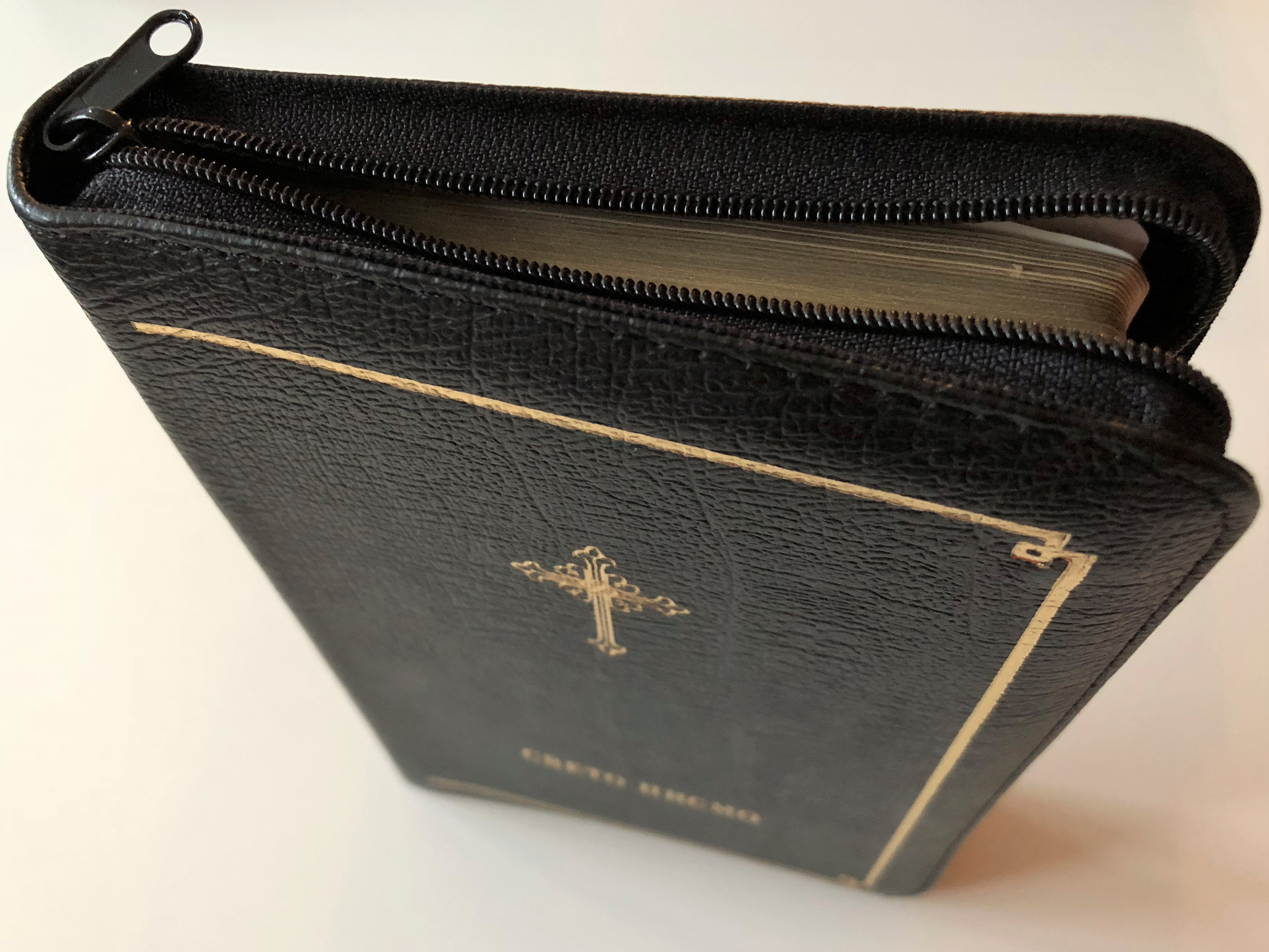 serbian-bible-040-black-leather-bound-with-golden-edges-and-zipper-sb047z-6-.jpg