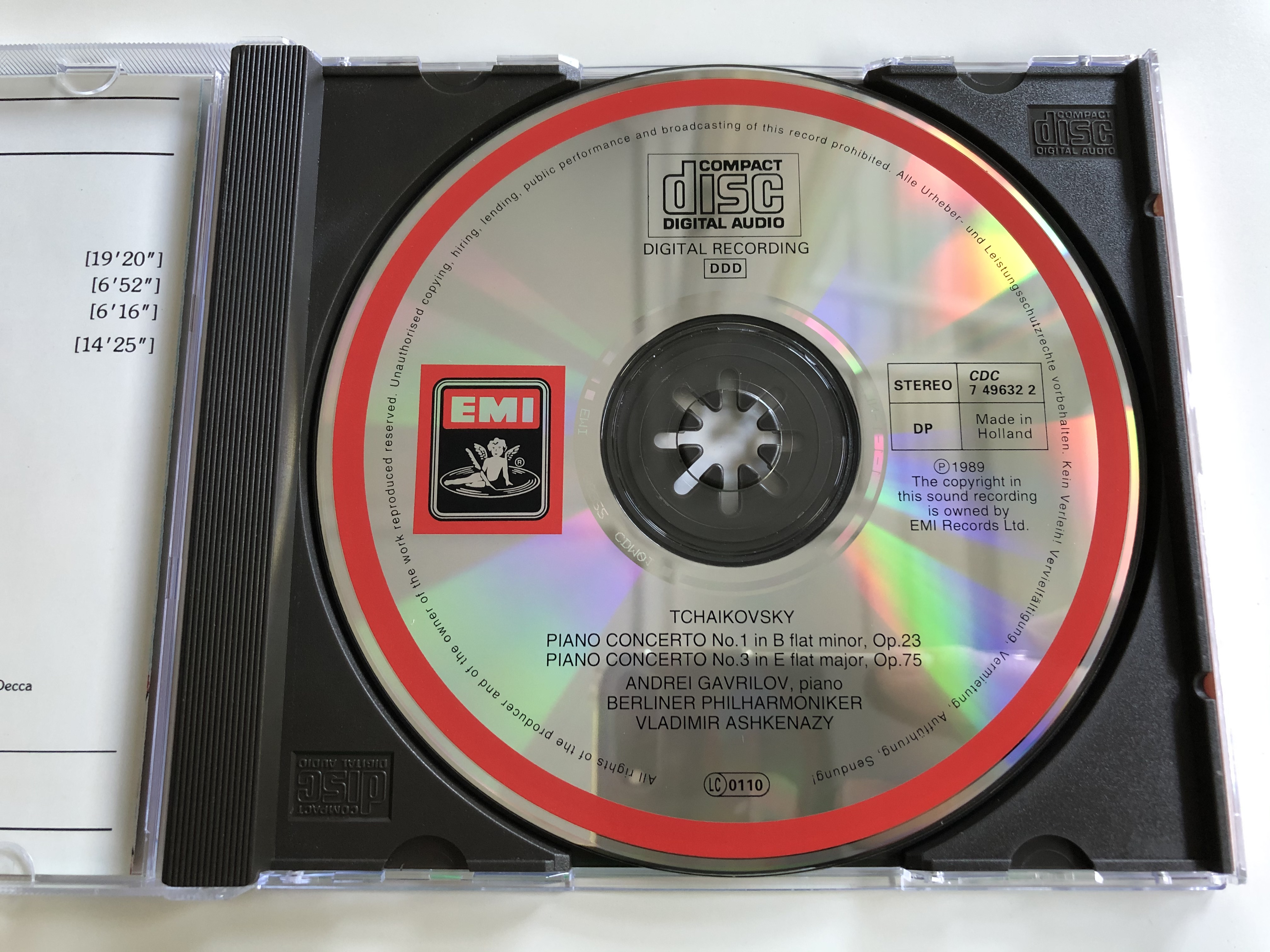 tchaikovsky-piano-concertos-klavierkonzerte-concertos-pour-piano-1-3-andrei-gavrilov-berliner-philharmoniker-vladimir-ashkenazy-emi-audio-cd-1989-stereo-cdc-7-49632-2-4-.jpg