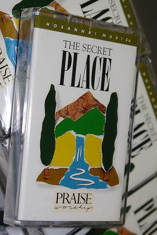 The Secret Place by Kent Henry 1993 / Christian Praise and Worship Music / HOSANNA! MUSIC / Audio Cassette (000768004944)