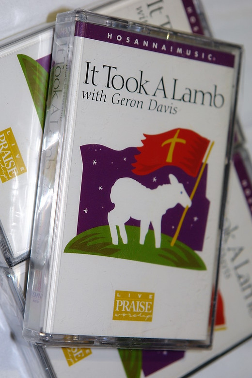 It Took A Lamb with Geron Davis 1999 / Christian Live Praise and Worship / Hosanna! Music - Audio Cassette