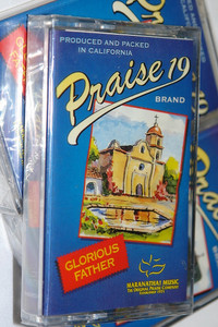 Praise 19 - Glorious Father / Christian Praise and Worship Music / Maranatha! Music - Audio Cassette (080688592547)