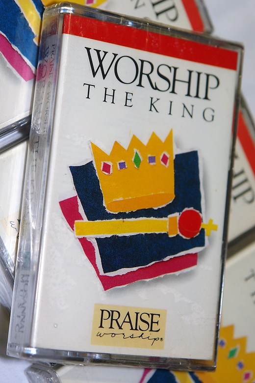 Worship the King / Christian Praise and Worship Music / Hosanna! Music - Audio Cassette (00076800354)