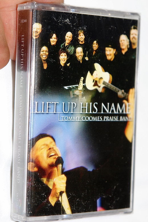 Tommy Coomes Praise Band – Lift Up His Name / Featuring: Tommy Coomes / Christian Live Praise and Worship Music / Integrity Music - Audio Cassette (000768182444)
