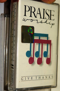Praise & Worship - Give Thanks / Integity's Hosanna! Music - Audio Cassette / HM-7
