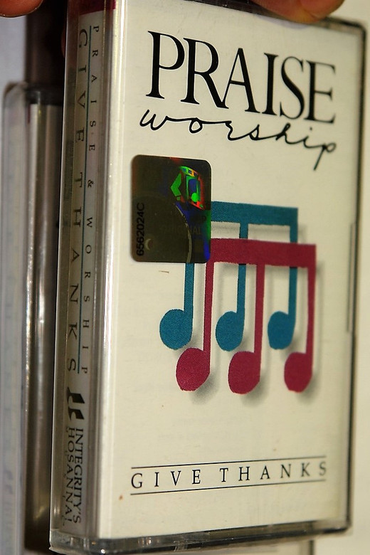 Praise & Worship - Give Thanks / Integity's Hosanna! Music - Audio Cassette / HM-7
