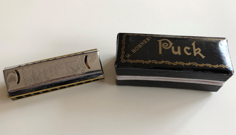 M. Hohner's Mini Historic Harmonica / Made in Germany / Hohner 550/20 C PUCK - Key of C / Stainless steel cover, brass reed plates, plastic comb - original box / Paris 1900 - Chicago 1893 (400912600594)