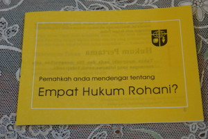 Have you Heard of the Four Spiritual Laws? Malay Language Edition / Pernahkah anda mendengar tentang Empat Hukum Rohani? Gospel Tract for Outreach