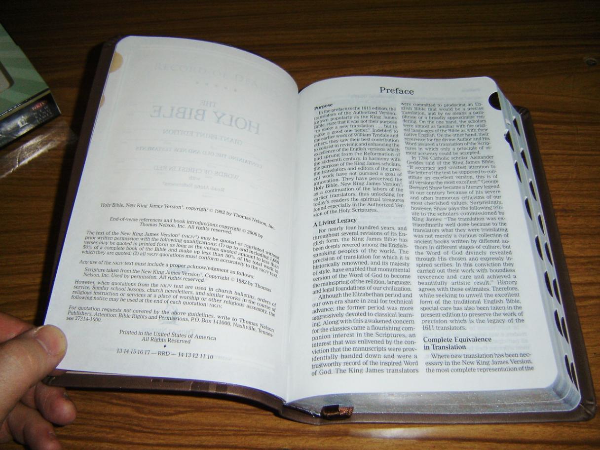 NKJV Holy Bible Giant Print Reference Edition / Reduce Eye Strain 11 pt