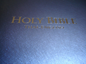Thai - English Bilingual Bible / Thai Standard Version - English Standard Version / TSV-ESV 62 PL DI Holy Bible / Blue Vinyl Bound Large Format