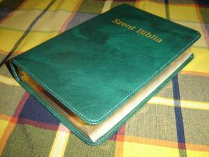 Szent Biblia - Hungarian Bible - Green Leather Bound with Golden Edges / Karoli Gaspar Reszben Atdolgozott Kiadas