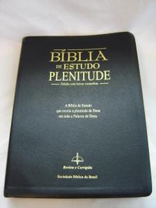 Portuguese Study Bible - A Study Bible that reveals the fullness of God / Biblia De Estudo Plenitude - Edicao com letras vermelhas